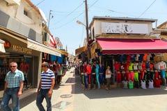 尼科西亚,北塞浦路斯30日2014年:在地方市场和小商店上的看法在尼科西亚 免版税库存图片