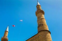 尼科西亚,北赛普勒斯土耳其共和国- 2014年5月30日:在北尼科西亚标志-前Selimiye清真寺的尖顶的看法  St Sophia大教堂 免版税库存照片