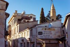 尼科西亚,塞浦路斯- 2015年12月03日:在老镇里面的街道 库存图片