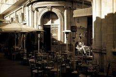尼科西亚,塞浦路斯- 12月3 :享受在咖啡馆的人们一个夏天 库存照片
