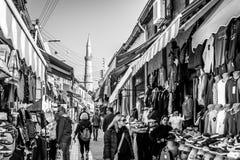 尼科西亚,塞浦路斯- 12月3 :购物在露天市场上的人们 图库摄影