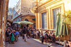 尼科西亚- 2015年4月13日:街道咖啡馆在Phaneromeni广场,老 库存图片