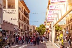 尼科西亚- 4月13 :Ledra街道,一个主要购物通途 库存图片