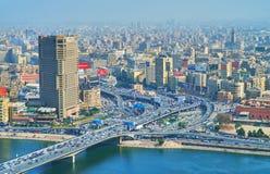 尼罗河` s银行的,开罗,埃及城市 免版税库存照片