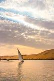 尼罗的航行在卢克索,日落的埃及 图库摄影