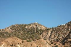 尼西罗斯岛Montain和教会在希腊 免版税库存照片