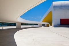尼迈耶中心大厦看法在阿维莱斯,西班牙 免版税库存照片