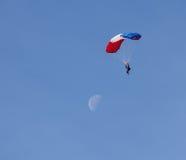 尽量延缓张伞的跳伞运动 免版税库存照片