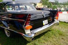 尾和GAZ-13 Chayka葡萄酒车的储蓄图象尾灯  免版税库存照片