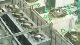 尾气鸟瞰图在屋顶上面放气 股票视频