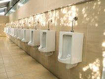 尿壶在公园的公开休息室 图库摄影
