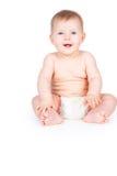 尿布的愉快的赤裸婴孩 免版税库存图片