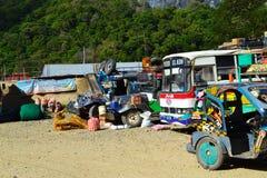 局部总线驻地 装货和换装燃料jeepney 免版税库存照片