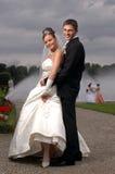 屁股室外二个婚礼 免版税库存图片