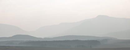 层状有薄雾的moutain风景 库存图片