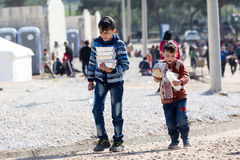 居住在帐篷的难民在中心拆迁Diavata 免版税库存图片