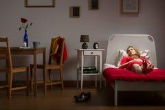 居住的妇女单独休息 图库摄影