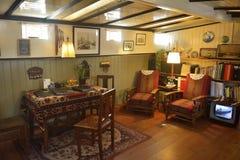 居住船博物馆的客厅在阿姆斯特丹 免版税库存照片