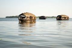 居住船在喀拉拉死水 图库摄影