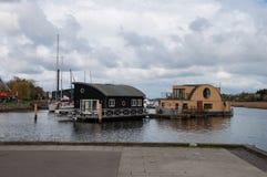 居住船在港口 免版税图库摄影