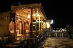 居住船门廊在夜斯利那加,克什米尔,印度 库存图片