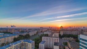 居民住房、斯大林城市摩天大楼和全景日出timelapse的在莫斯科,俄罗斯 影视素材