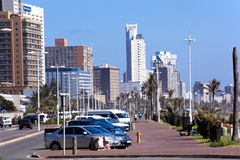 居民住房和旅馆沿德班海滩前面 库存照片