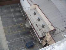 从屋顶上面射击的停车场 库存照片