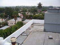 从屋顶上面的城市街道 免版税库存照片