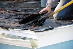 屋顶修理 免版税图库摄影