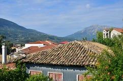屋顶和山 库存图片
