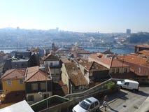 屋顶和房子顶层在波尔图 葡萄牙 免版税库存照片