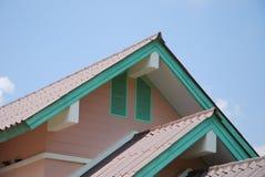 屋顶和泰国房子室外设计  免版税库存图片