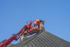 屋顶和烟囱维护  库存照片