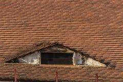 屋顶和窗口 免版税库存照片