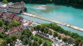屋顶和通过伯尔尼的中心跑的河Aare,瑞士首都 影视素材