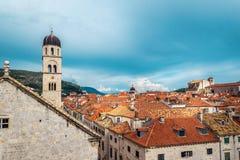 屋顶在杜布罗夫尼克老镇在克罗地亚在一个晴天 库存图片