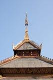 屋顶在泰国样式的山墙寺庙 库存照片