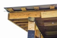 屋顶建筑细节一个新房的 木板fra 库存照片