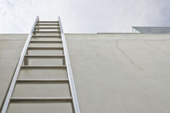 屋顶梯子 库存图片