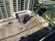 屋顶甲板看法一个光滑的修改过的屋顶平台的,顶房顶过程中的项目 库存照片