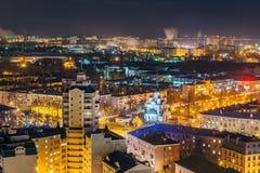 从屋顶的夜都市风景向街市的沃罗涅日 库存图片