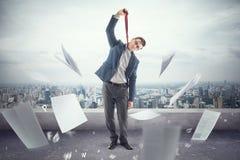 屋顶的年轻办公室工作者是疲乏对死亡  免版税库存图片