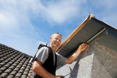 屋顶窗的盖屋顶的人聚集的零件 图库摄影