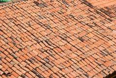 屋顶赤土陶器瓦片 库存照片
