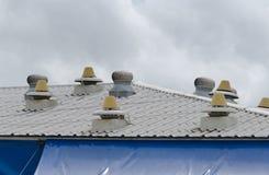 屋顶通风设备 免版税库存照片
