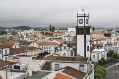 屋顶顶视图在中心Ponta Delgada,圣地米格尔海岛 库存照片