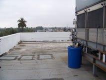 屋顶顶面城市地平线灰色天空 免版税库存图片
