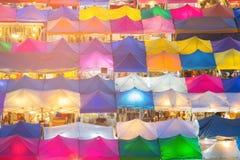 屋顶顶面多个颜色跳蚤市场 库存图片