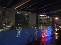 屋顶顶面游泳池在吉隆坡 免版税库存图片